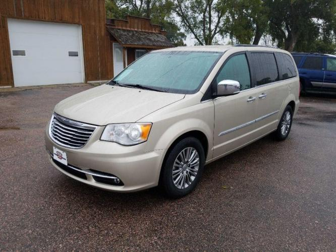 2014 TAN CHRYSLER TOWN and COUNTRY TOURING L (2C4RC1CG8ER) with an 3.6L engine, Automatic transmission, located at 495 Old Highway 20 West, South Sioux City, NE, 68776, (402) 494-2677, 42.458408, -96.443512 - Photo #0