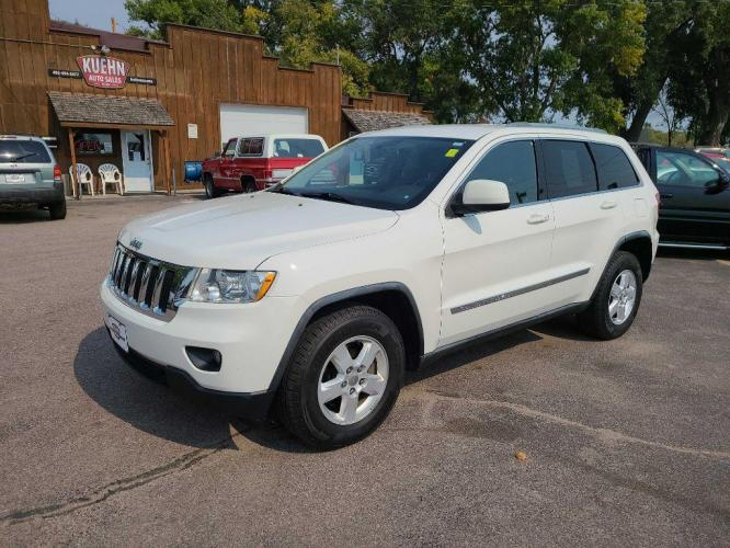 2011 WHITE JEEP GRAND CHEROKEE LAREDO (1J4RR4GG8BC) with an 3.6L engine, Automatic transmission, located at 495 Old Highway 20 West, South Sioux City, NE, 68776, (402) 494-2677, 42.458408, -96.443512 - Photo #0